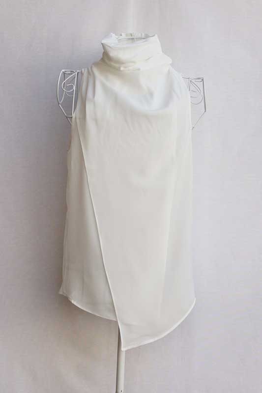 Blusa cuello de cisne blanco